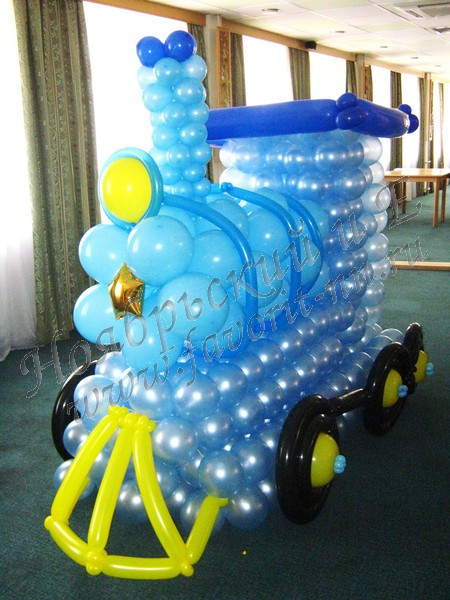 поезд из воздушных шаров фото первое приходит вам